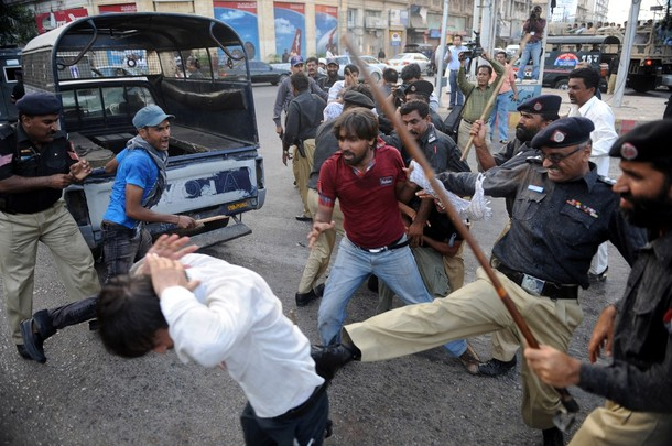 """Pakistani policemen beat Shiite protesters as they try to reach the US consulate during a demonstration against Israel in Karachi on June 1, 2010. Pakistan on May 31 condemned an Israeli commando attack on a flotilla of aid ships bound for the Gaza Strip, describing the killings of up to 19 activists as """"brutal and inhuman.""""  AFP PHOTO/ASIF HASSAN (Photo credit should read ASIF HASSAN/AFP/Getty Images)"""