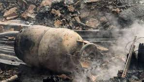 Three die in gas cylinder blast