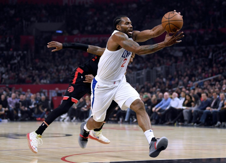 Kawhi's Clippers struggle but beat NBA champion Raptors