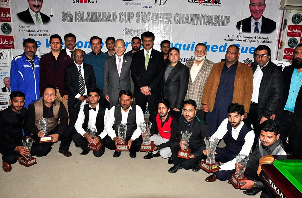 APP47-16 ISLAMABAD: January 16 - Japanese Ambassador Kuninori Matsuda in a group photo during closing ceremony of 9th Islamabad Cup Snooker Championship organized by Islamabad Billiards and Snooker Association at Pakistan Sports Complex. APP photo by Saleem Rana