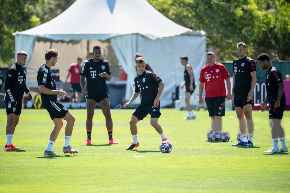 10 August 2020, Portugal, Lagos: Football: Champions League, FC Bayern in training camp in the Algarve before the final tournament in Lisbon. Michael Cuisance (l-r), Leon Goretzka, Jerome Boateng, Joshua Kimmich, goalkeeper Manuel Neuer and Serge Gnabry warming up during a training session on a football pitch at the team hotel. Photo: Matthias Balk/dpa (Photo by Matthias Balk/picture alliance via Getty Images)