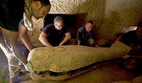 Treasure-trove crypt discovered in Saqqara