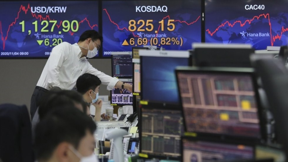 Currency traders watch monitors at the foreign exchange dealing room of the KEB Hana Bank headquarters in Seoul, South Korea, Wednesday, Nov. 4, 2020. U.S. futures rose and Asia markets posted gains as investors worldwide await the results from the U.S. presidential election. (AP Photo/Ahn Young-joon)