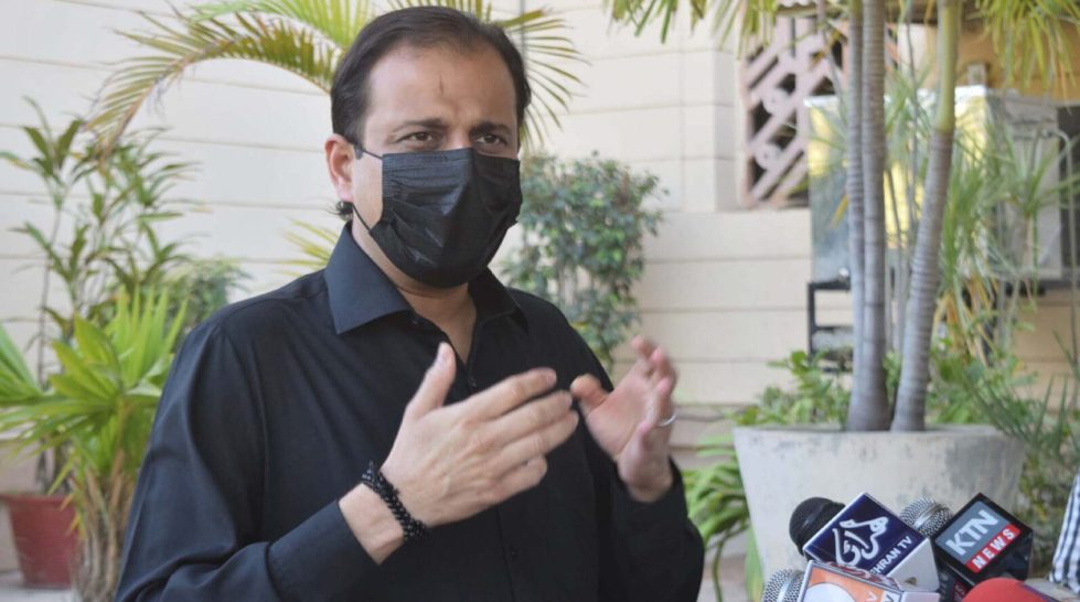 Pic04-054KARACHI: Dec04- Sindh government spokesperson Murtaza Wahab addressing press conference outside Provincial Assembly of Sindh in provincial capital. ONLINE PHOTO by Anwar Abbas