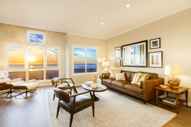 762 Great Highway Living Room