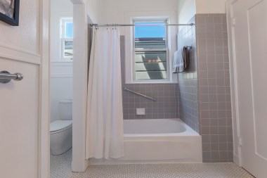 707 Cole St. | Bathroom