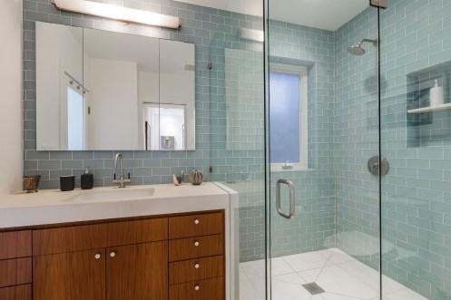 652 44th Ave Master Bathroom