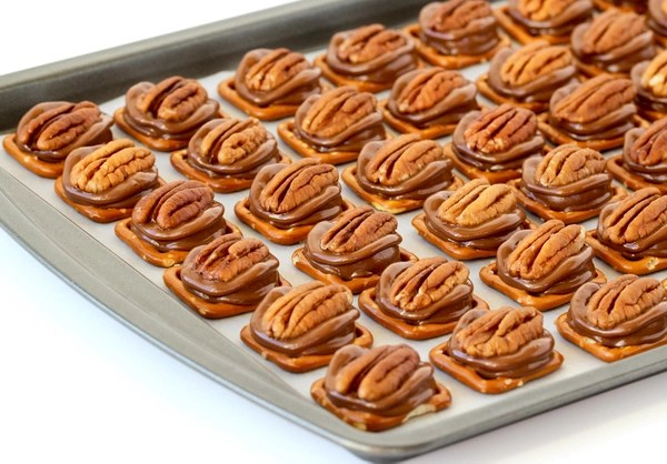 rolo-pretzel-pecan-recipe-from-thefrugalgirls-com