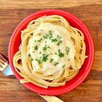 Easy Garlic Alfredo Sauce Recipe! {5 Ingredients}