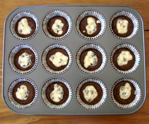 Chocolate Chip Cream Cheese Cupcakes Recipe! {Black Bottom Cupcake} - The Frugal Girls