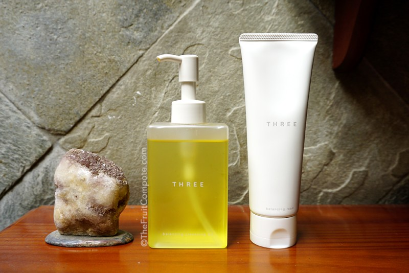 THREE-balancing-cleansing-oil-balancing-foam-review-swatch-photos-1