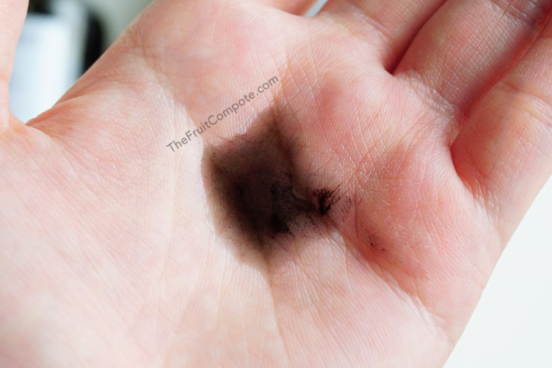 yoshimomo-black-magic-bamboo-charcoal-cleanser-review-swatch-photos-2