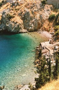 cove-on-coastal-path-hydra-greece-conde-nast-traveller-9may16-oliver-pilcher_426x639