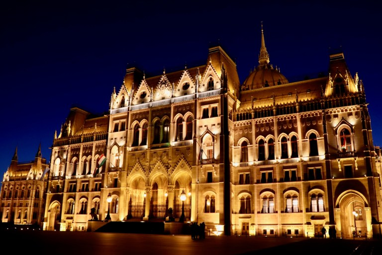 Night view of the Parliament Building from Kossuth Square