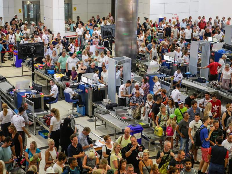 Massive crowd at airport security