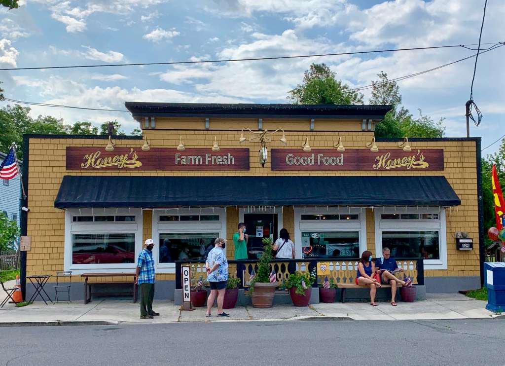 Exterior of Honey's, one of the best restaurants in the Rehoboth Beach area for breakfast and lunch