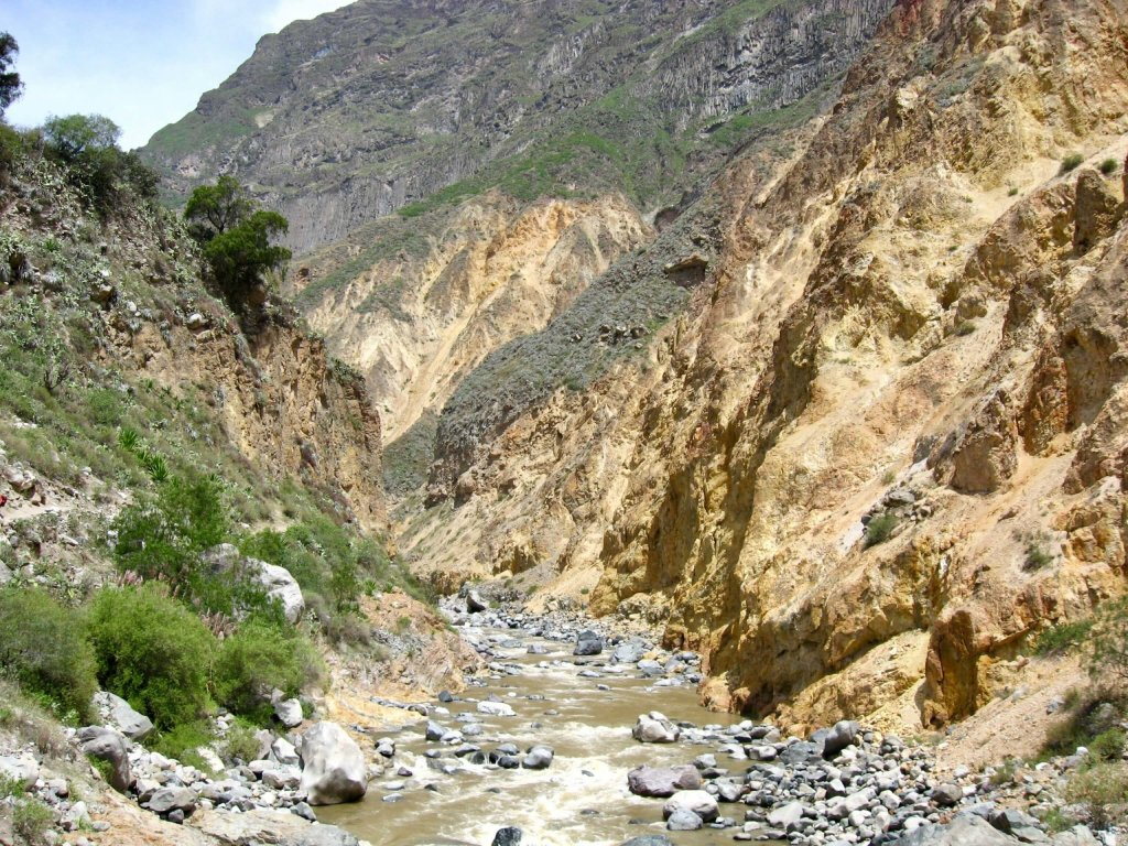 The Rio Colca at the bottom of the canyon