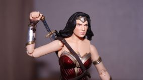 Justice League Review   Wonder Woman MAFEX (Medicom Toys)