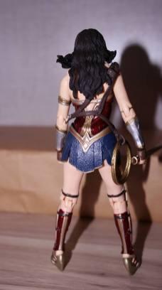 FOTF Mafex Medicom Wonder Woman Review 8