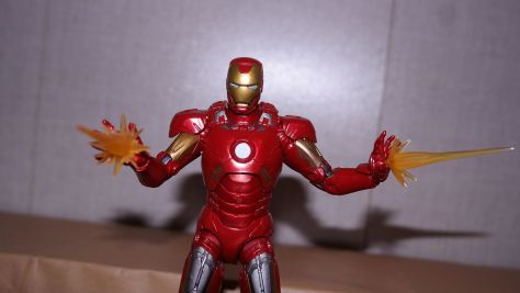 Marvel-Legends-Iron-Man-Review-2