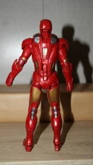 Marvel-Legends-Iron-Man-Review-5