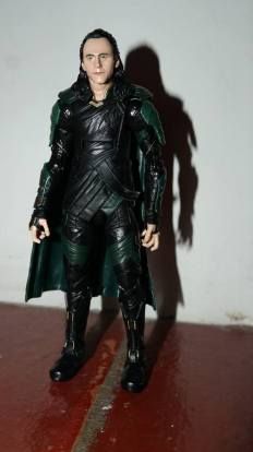 Marvel_Legends_Corvus_Glaive_and_Loki_Review_16