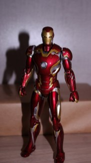 S.H Figuarts Iron Man Mark XLV (Avengers Age of Ultron) Review 5