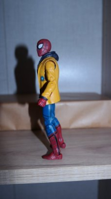 Marvel Legends Spider-Man and MJ Review 8