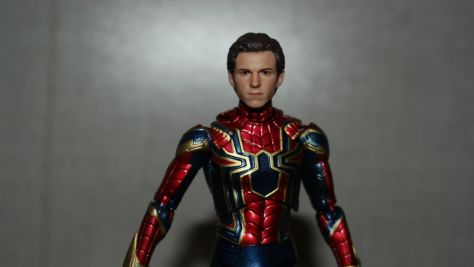 Mafex Medicom Toys Iron Spider (Avengers Infinity War) Review 4