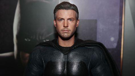 Hot-Toys-Review-Batman-Deluxe-Version-Justice-League-29