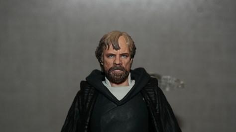 SHF-Luke-Skywalker-Star-Wars-The-Last-Jedi-Review-3