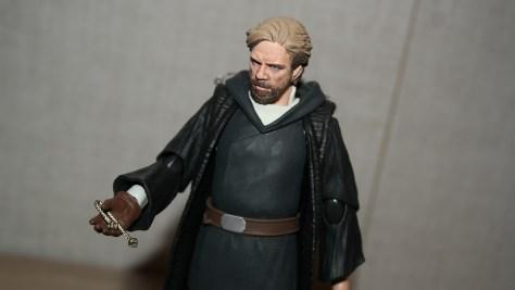 SHF-Luke-Skywalker-Star-Wars-The-Last-Jedi-Review-2