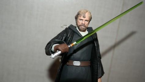 SHF-Luke-Skywalker-Star-Wars-The-Last-Jedi-Review-4
