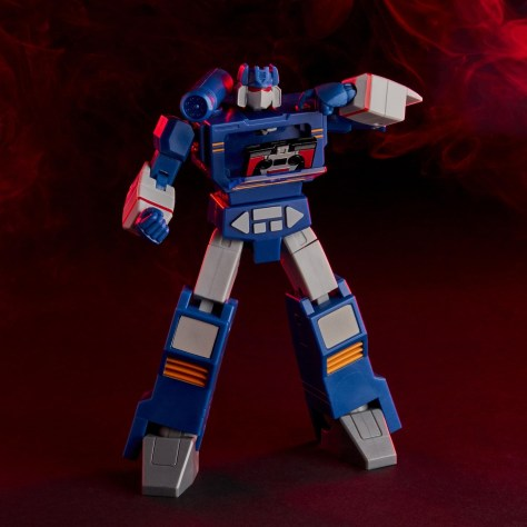 Hasbro Transformers RED Soundwave 001