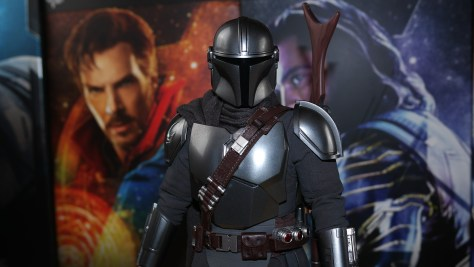 The Mandalorian And The Child Hot Toys Deluxe