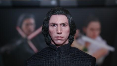 Hot Toys Kylo Ren (Star Wars: The Rise of Skywalker)
