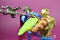 Masters-of-the-Universe-Classics-MOTUC-NA-Intergalactic-Skeletor-Review-heman-3