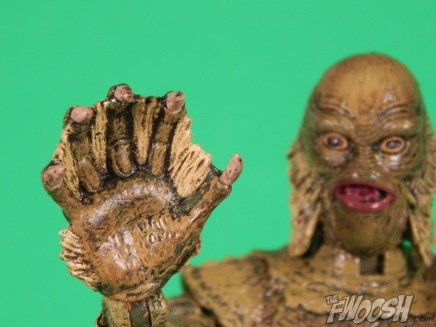 Diamond Select Universal Monsters Creature From The Black Lagoon Close Hand