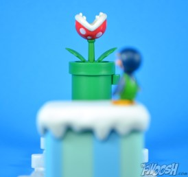 Jakks-Pacific-World-of-Nintendo-Micro-Land-1-2-Review-luigi-glacier-4