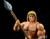 Masters-of-the-Universe-Classics-MOTUC-Oo-Larr-Review-spear-hold