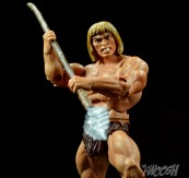 Masters-of-the-Universe-Classics-MOTUC-Oo-Larr-Review-spear-stab