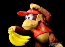 Jakks-World-of-Nintendo-Diddy-Kong-Review-bunch-hold