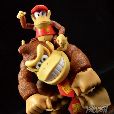Jakks-World-of-Nintendo-Diddy-Kong-Review-piggy-back