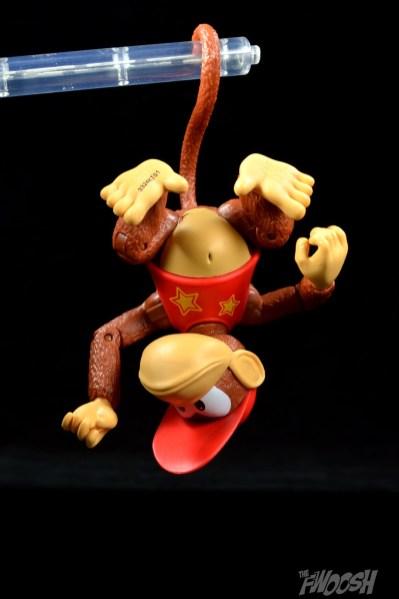 Jakks-World-of-Nintendo-Diddy-Kong-Review-tail-hang