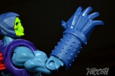 Masters-of-the-Universe-Classics-MOTUC-Terror-Claws-Thunder-Punch-Review-claw-swipe