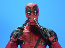 hot-toys-movie-masterpiece-deadpool-mms-437-ryan-reynolds-08