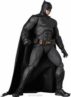 Medicom MAFEX Justice League Batman Promo 01