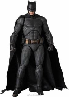 Medicom MAFEX Justice League Batman Promo 05