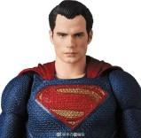 Medicom MAFEX Justice League Superman Promo 04