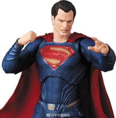 Medicom MAFEX Justice League Superman Promo 08